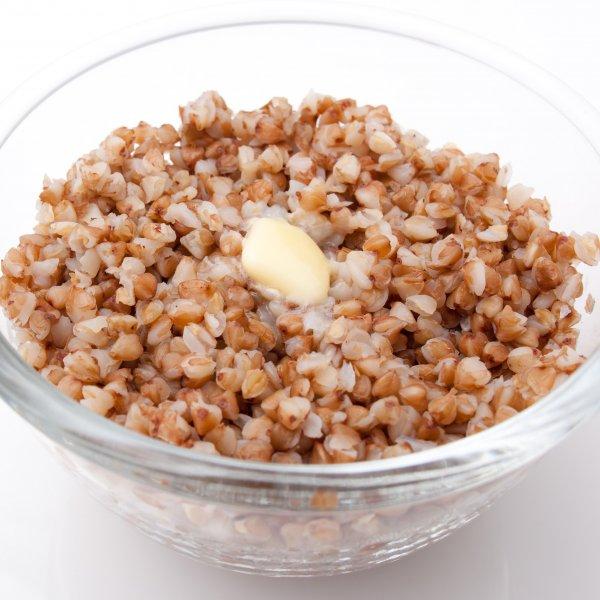 Серые (пшеничные) крупы: перловая, пшеничная, ячменная, ячневая.